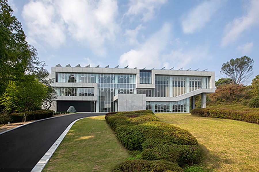 未来創造研究センター外観