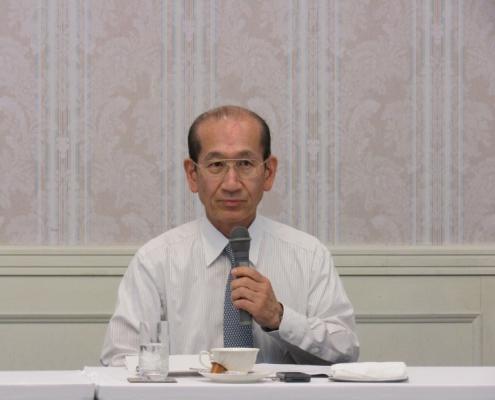 挨拶するJRM高木会長