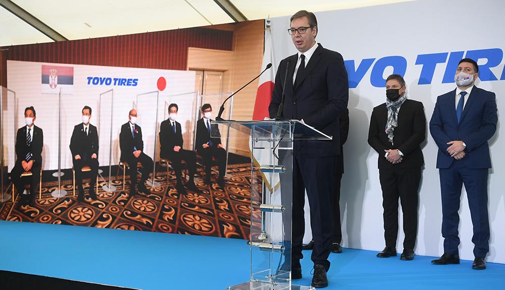 ヴチッチ大統領のスピーチの様子
