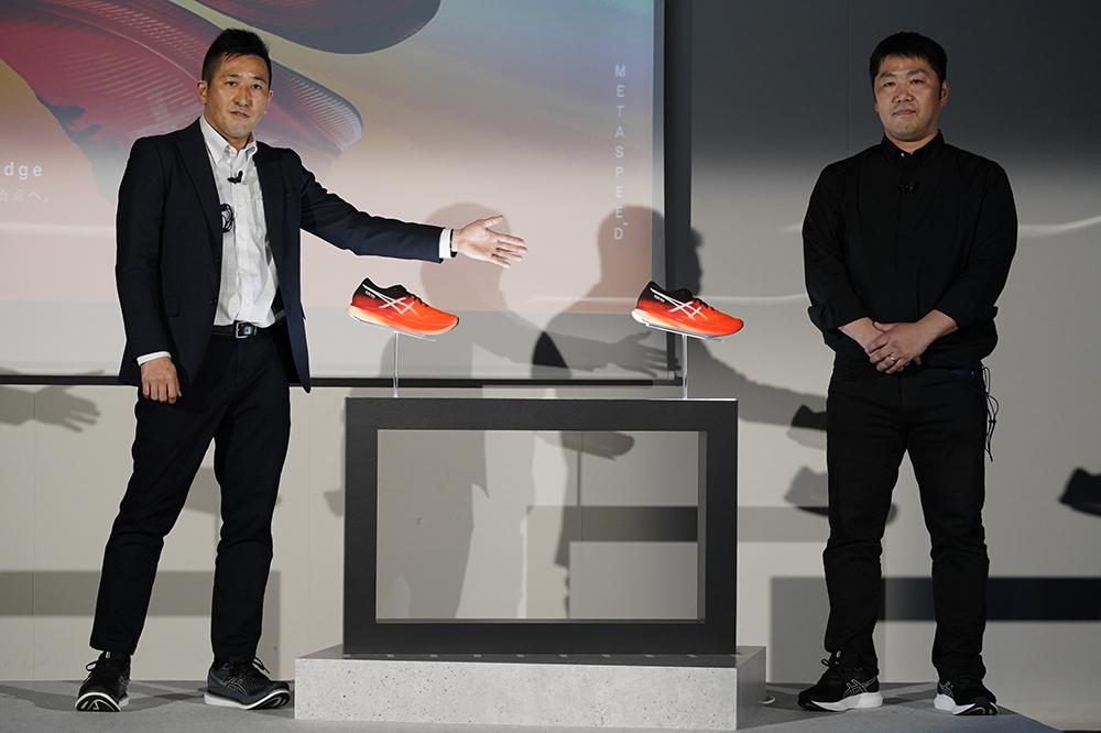 「メタスピード」を披露する谷口氏㊨と竹村氏