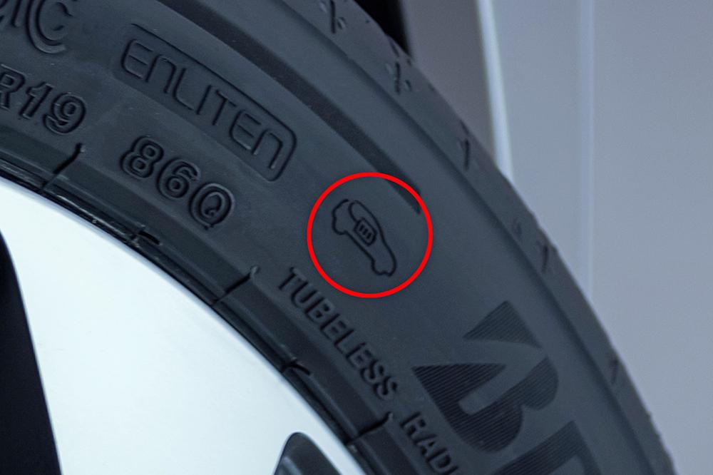 タイヤに刻印されたEVマーク