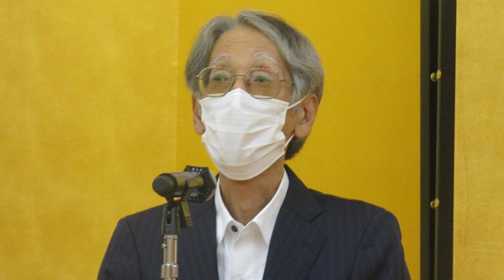 謝辞を述べる早川会長